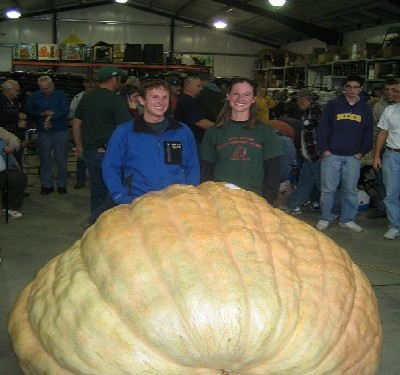 2009 World Pumpkin Record 1725 pounds--Christy Harp
