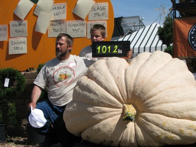 Ron Hoffman Breaks Wyoming's Biggest Pumpkin Record 1012